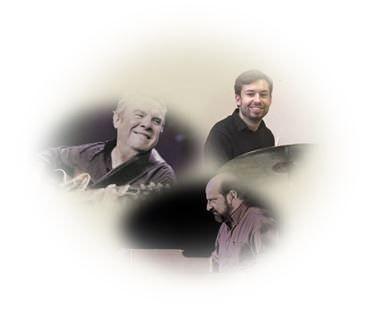 Paul Seitz à la batterie, Christian Escoudé à la guitare et de Patrick Villanueva à l'orgue.