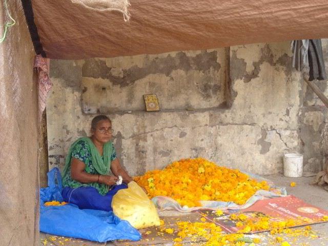 Dimanche 8 Septembre , ouvert à tous, balade moto suivie d'un déjeuner spectacle à la salle des fêtes de tonnay boutonne<br />départ de COGNAC et de LA ROCHELLE pour rallier la salle des fêtes de tonnay boutonne, ou nous attend un déjeuner spectacle typiquement indien, avec danses Bollywood, artisanat indien et népalais, tissus, encens, bijoux etc......  expo de royal enfield la belle moto indienne par excellence,  rdv 12h30 pour les non motards, départ9 h pour les motos circuit sécurisé par la ffmc<br />Inde et Nous France, qui vient en aide aux enfants des bidonvilles de Deradhun, la première édition en 2017 fut un succès, les enfants vous remercient, grâce à vous nous pouvons financer de nombreux projets, dont la vaccination contre le papillomavirus. en 2017 14 jeunes filles ont été vaccinés, il y a d'autres enfants qui ont besoin de ce vaccin. merci de votre présence Domie<br /><br />vous pouvez réserver en ligne, directement auprès d' Helloasso en suivant le lien ci-dessous : <br /><br />https://www.helloasso.com/associations/inde-et-nous-france/evenements/journee-solidarite-inde<br /><br />un simple clic, paiement sécurisé, et vous avez vos billets de suite